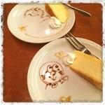 カスピタ - デザートに、エルモとドラえもんが(≧∇≦)