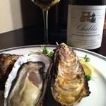 うみひこ やまひこ - 殻付き牡蠣とシャブリ