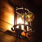 パルチザン - 照明が雰囲気あります