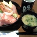 22661661 - ランチの海鮮丼 980円