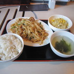 路地や  - 豚マルコロホルモン野菜炒め定食 600円