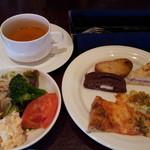 WaZa - ランチ(パン、サラダ、スープ、ドリンク、食べ放題、飲み放題)1180円
