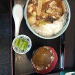 月華 - 中華丼680円