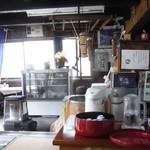 会津屋豆腐店 - (写真up1)店内です。ストーブに火がはいっていました。