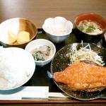 22663397 - 日替わりランチ・赤魚みりん干し焼き定食¥800