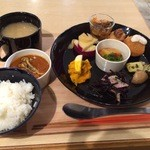 22663984 - 1500円のお惣菜定食。豪華な盛り合わせです(*´∀`)