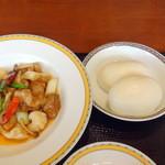 銀座アスター - マントウと鶏肉といかのかき油炒め