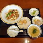 銀座アスター - 李花ランチ1,575円鶏肉といかのかき油炒め
