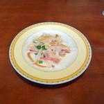 銀座アスター - ランチにつく大根サラダ