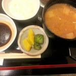 喜久屋 - 味噌汁・漬物・ソース