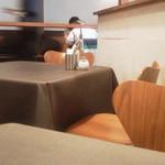 マザームーンカフェ - ★テーブル席