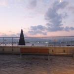 R&M - 窓から見るピアテラスと琵琶湖の景色