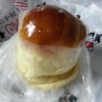 22670466 - 金太郎名物!ブリオッシュ(126円)
