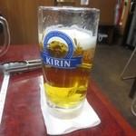 紅牛 - ドリンク写真:グラスが冷えて無いのがまた昭和的。