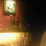 22673181 - 絵やボトルが飾ってあり、若い人やデートなんかにも最適