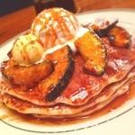 ブルックリンパンケーキハウス - 『パンケーキwithキャラメルパンプキン&ホイップクリーム』1250円