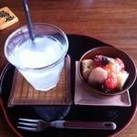 ナイヤビンギ - デザートとすだちジュース