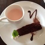 PAPER MOON - ブラッドオレンジのパンナコッタとチョコレートケーキ