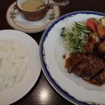 洋食マザー - ハンバーグ&ミックスフライ