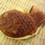 コンドウ シスターズ - デニッシュに小豆  鯛焼きチック