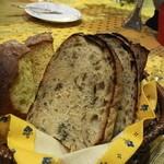 ルピュイグルモンカマクラ - 自家製パン3種 天然酵母をつかってます
