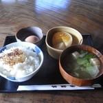 水車の里 瑞穂蔵 - 一汁一菜の食事です。