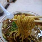 中華そば 光洋軒 - 麺リフト~ 高井田系らしい極太麺です。