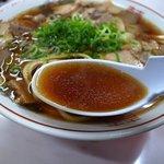 中華そば 光洋軒 - スープは醤油の味強いです。