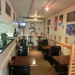 インドキッチンレストラン - こじんまり洋食屋さんみたいな店内