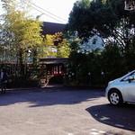 22688258 - 表の門、駐車場あり。この右から裏の駐車場に抜けれる。