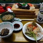さかえ寿司 - 料理写真:竹寿司950円とランチのサービスの素麺、小鉢、サラダ