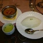 22689766 - プラウン(エビ)カレー、プレーンライス、スープ