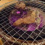 湘南肉豚屋 - 炭火焼です