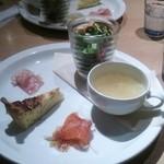 サンセット カフェ ダイニング - ディナーのセット 前菜とスープとサラダ