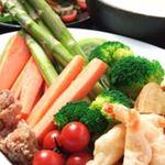 ゴエンヤ - 人気のチーズフォンデュ。野菜やエビなどをたっぷりチーズで♪