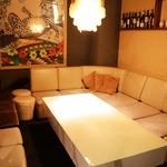 8G shinsaibashi - 10名様までOK! 半個室のゆったりソファー席