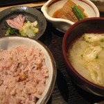 227231 - 五穀米 お味噌汁 お漬物3種 小鉢