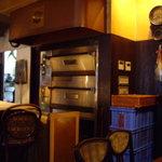 coffee shop KAKO - optio A30で撮影。焼きたてのパンの釜。