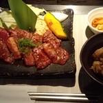 薩摩焼肉 黒桜 - 『鹿児島黒牛カルビ(焼野菜付)』と『鹿児島牛 牛すじと大根の煮込み』~♪(^o^)丿
