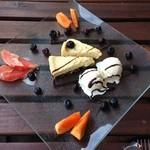Affidamento Cafe - リコッタバニラアイスとチーズケーキ フルサイズ 950円