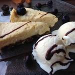 Affidamento Cafe - チーズケーキが2切れ乗ってます