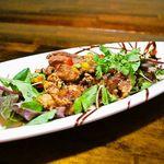 コンシールカフェ・サクラガオカ - 鶏モモ肉のカラアゲ ベジバミドレソース