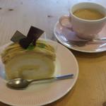 ラッキィズ カフェ - 和栗ロールと深煎りコーヒーのケーキセット