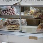 守谷製パン店 - パンは対面販売