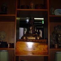 セラドン - エントランス裏には仏像がいっぱい