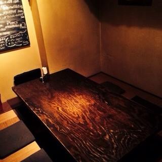 ごゆっくりおくつろぎいただける空間で、厳選ワインと美味しいお料理をお楽しみ下さい。