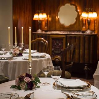 アートに囲まれた寛ぎの空間。大切な方とのお食事にどうぞ。