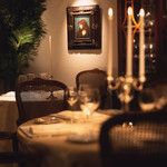 レストラン ひらまつ - ダイニングテーブル
