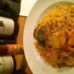 ボーデリアハヤカワ - トマトソースのイカとエビのパスタ