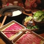 しゃぶしゃぶ温野菜 - 料理写真:しゃぶしゃぶ食べ放題  出汁は、ノーマルの昆布と豆乳をチョイス。 野菜はレタスもしゃぶしゃぶして。